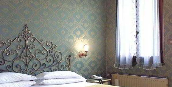Bild 12866258 - La Fenice et des Artistes
