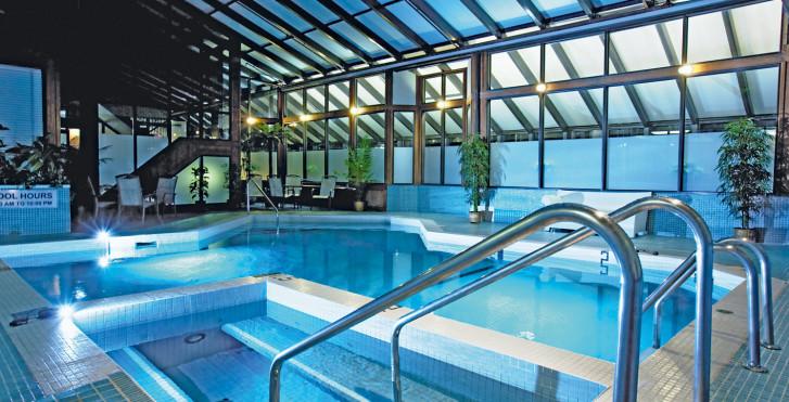 Pool - Sandman Calgary City Centre