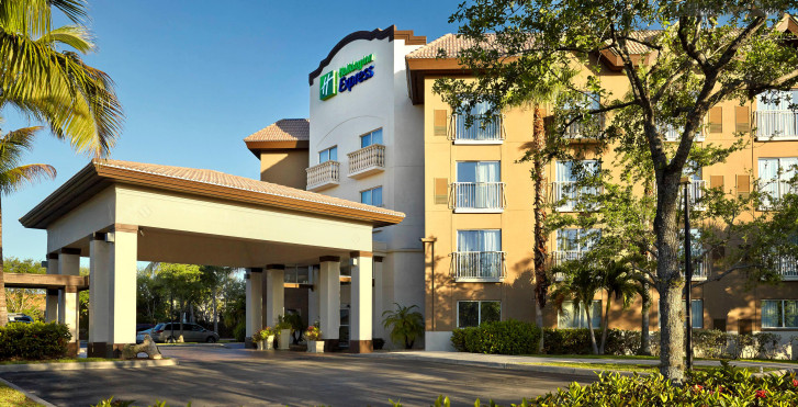 Holiday Inn Express & Suites Naples Downtown