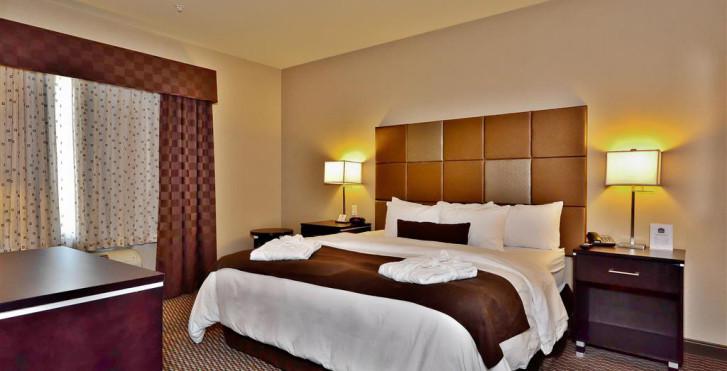 Bild 27935653 - Best Western Plus Wine Country Hotel & Suites