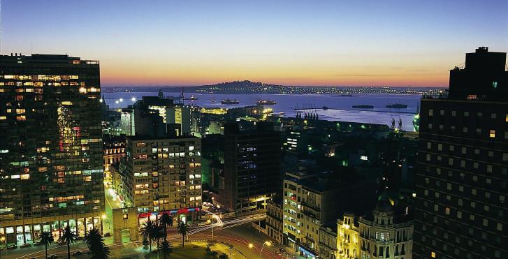 Montevideo bei Nacht