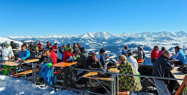 Panorama de montagnes dans la station de ski Brigels