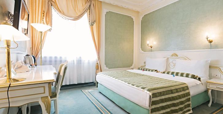 Queen 39 s astoria design h tel belgrade vacances migros for Design hotel queen astoria