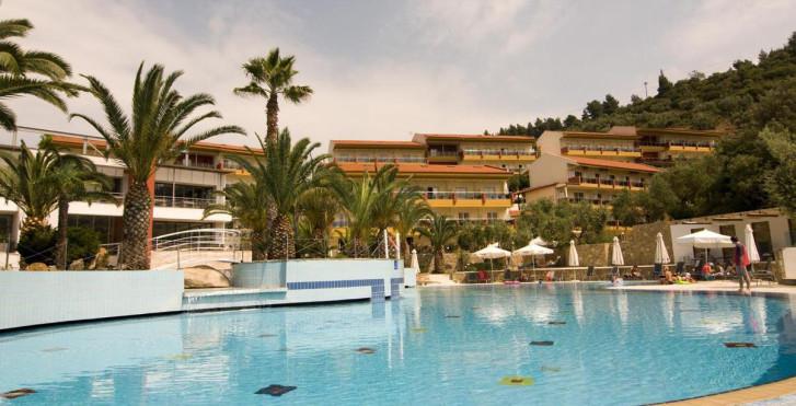 Lagomandra Hotel and Spa