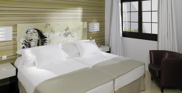 Image 26746203 - H10 Sentido White Suites