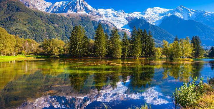 Lac de montagne près de Chamonix
