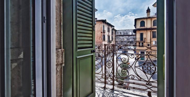 Image 31937088 - Palazzo Victoria