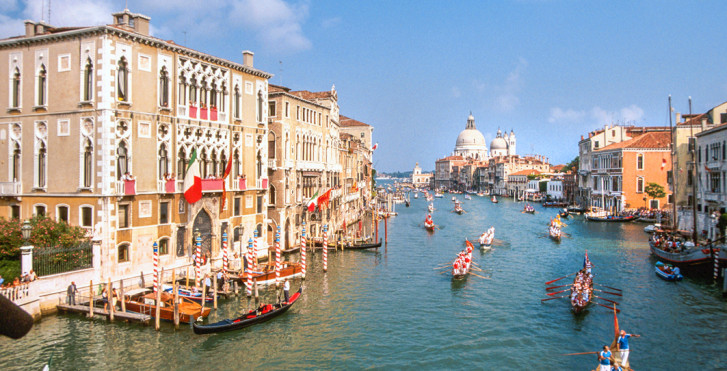 Tour à vélo de Bolzano à Venise sur les thèmes du vin, des palais et des gondoles.