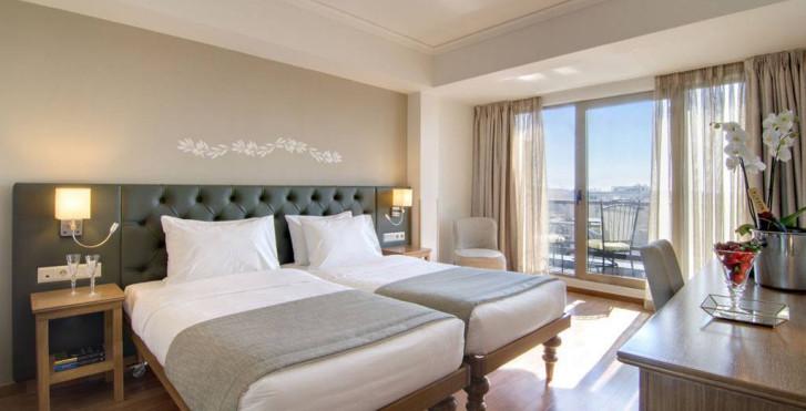 Image 34122001 - Titania Hotel