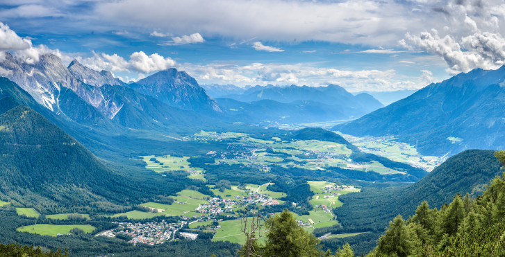 Panoramasicht auf die Umgebung Innsbrucks