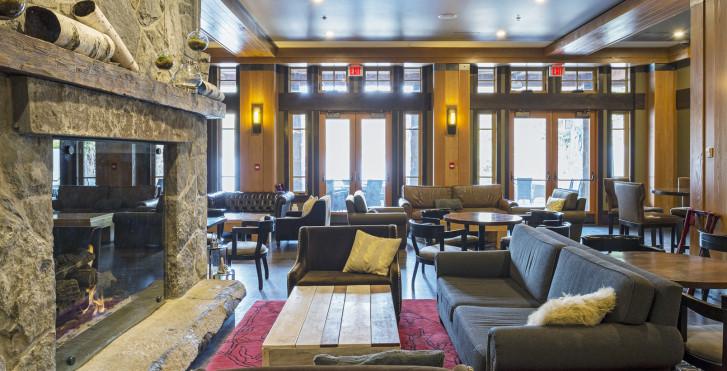 Lounge - Nita Lake Lodge