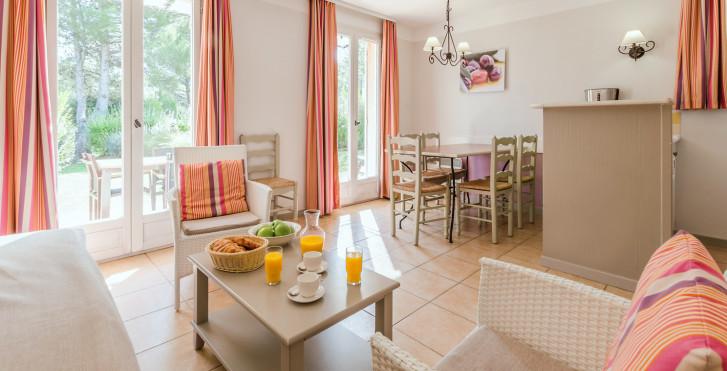 Maison mitoyenne 3 pièces - Village de vacances P & V «Pont-Royal en Provence» - maisons