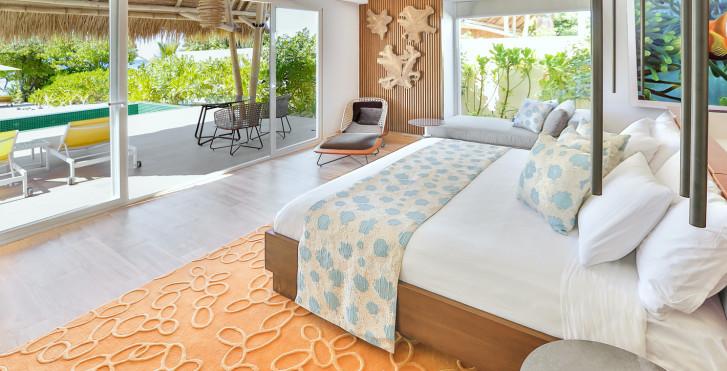 Beach Villa mit Privatpool - Emerald Maldives Resort & Spa