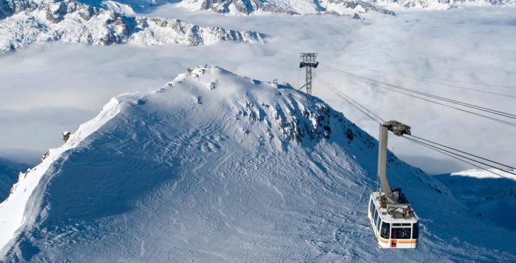 Bergbahn auf den Gemsstock in der Skiarena Andermatt