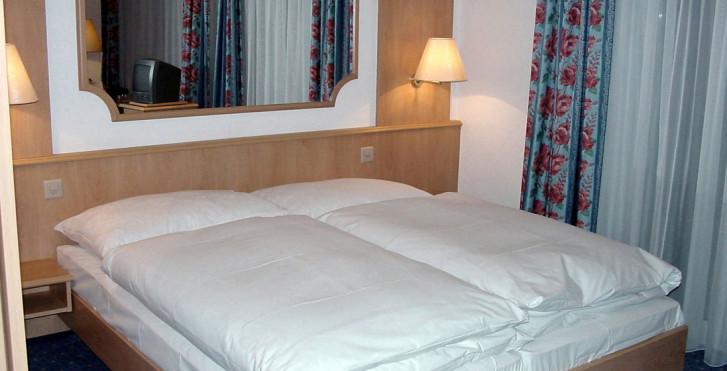 Chambre double - Hotel Restaurant Eden Saas-Grund