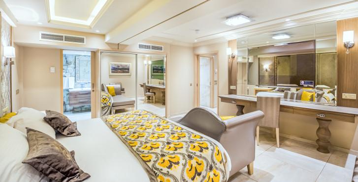 Suite Queen - Adams Beach Hotel, incl. le test Covid-19