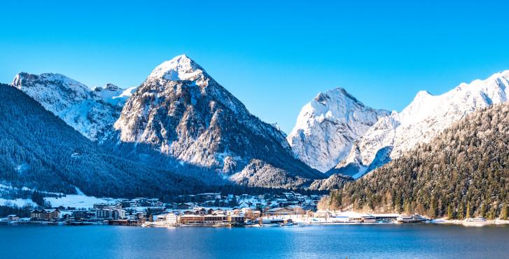 Blick auf den Achensee und das Dorf Pertisau