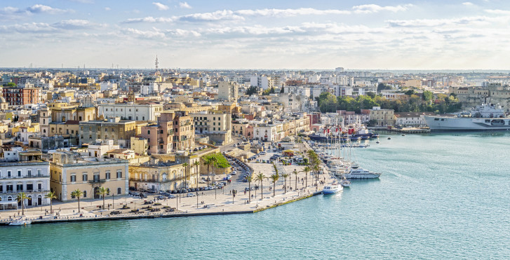 Blick auf den Hafen von Brindisi