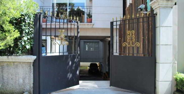Image 22325950 - Suites Tennyson
