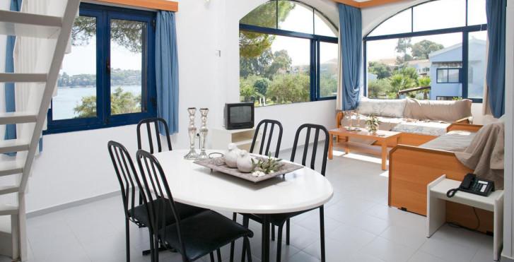 Image 8039018 - Govino Bay Corfu