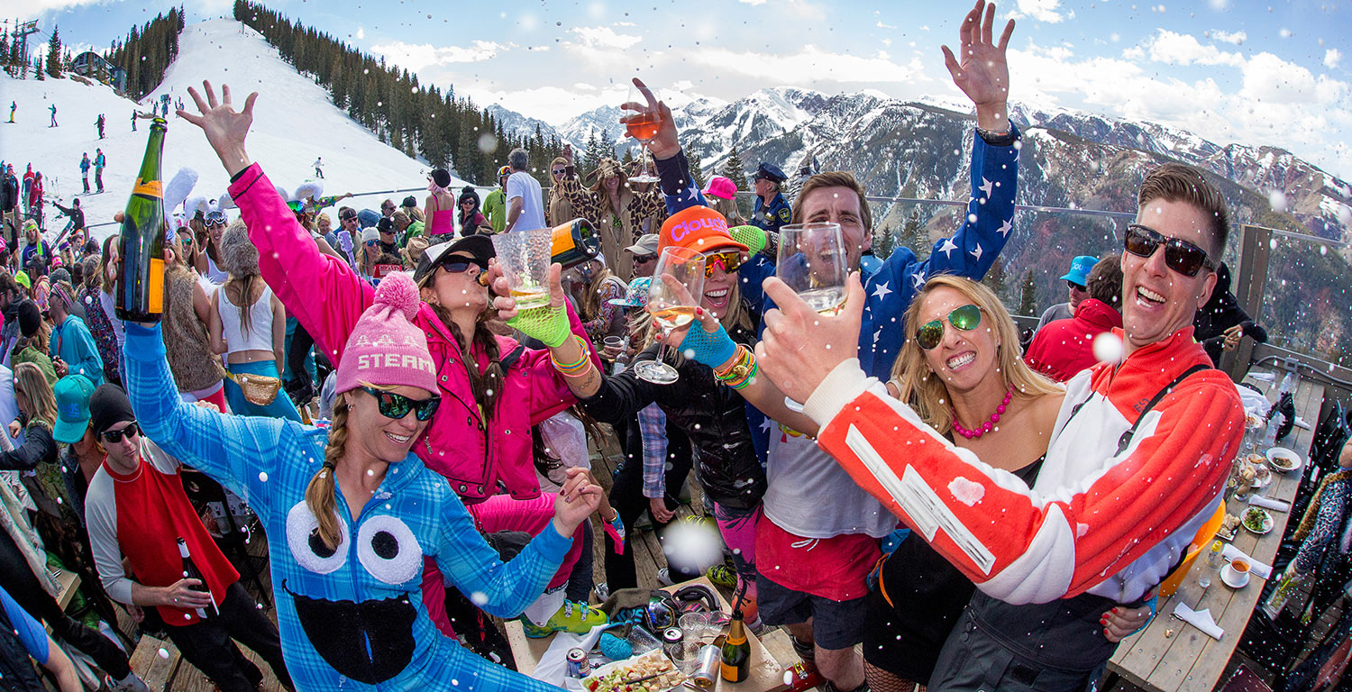 Party hard everyday - nur im Cloud Nine in Aspen Highlands / © Hal Williams Photography Inc.