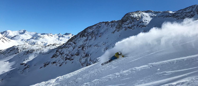 Die Kompetenz liegt auch beim Skifahren! Giulio in Action!