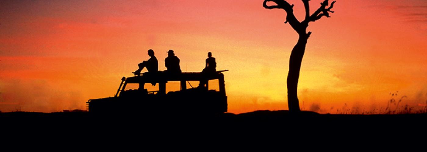 Sonnenuntergang während einer Safari in Kenia