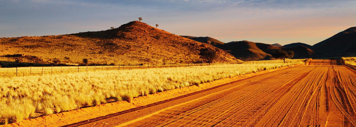 Schotterpiste in der Kalahari-Wüste - Namibia