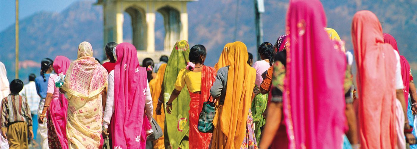 Frauen in traditionellen Kleidern in Jaipur