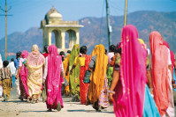 Frauen in traditionellen Kleidern in Jaipur