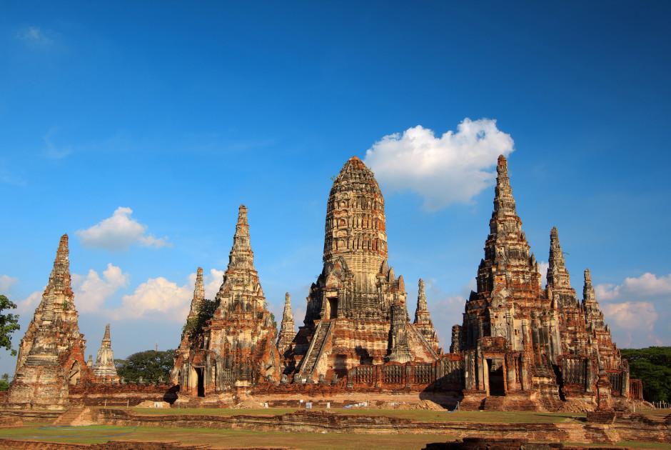 les temples Wat Chaiwatthanaram à Ayutthaya