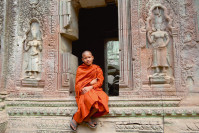 Junger Mönch beim Angkor Wat - Kambodscha