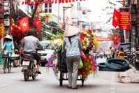 Strassenverkäuferin in Hanoi