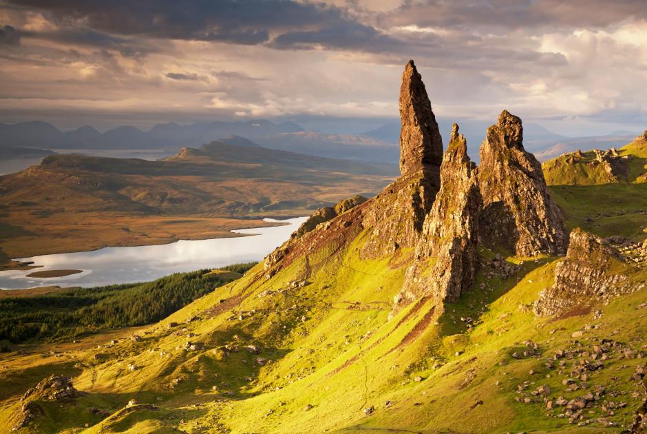 l'aiguille «Old Man of Storr» sur l'île de Skye