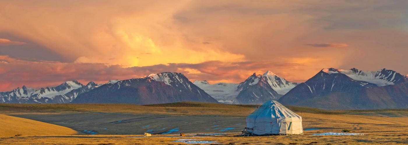 Jurte in der Steppe von Kasachstan
