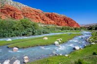 Der Djuku Fluss im Tian-Shan-Gebirge von Kirgisistan