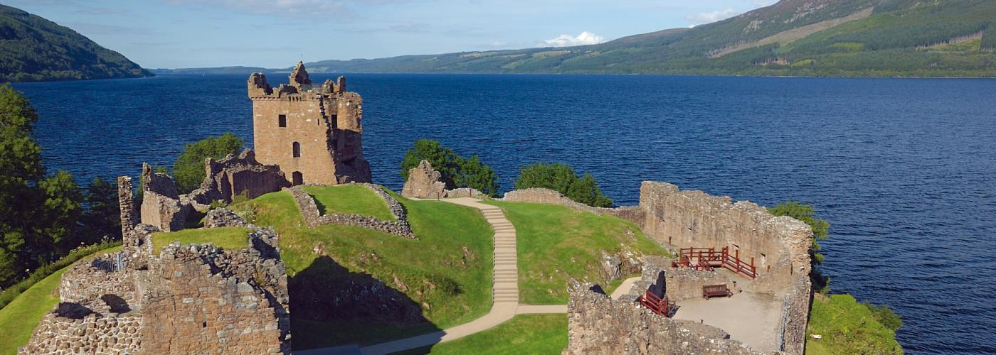 Le château d'Urquhart au bord du Loch Ness