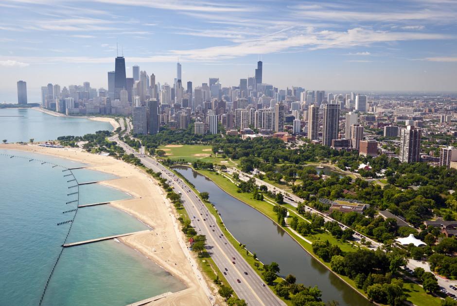 Strand von Chicago mit der Innenstadt im Hintergrund