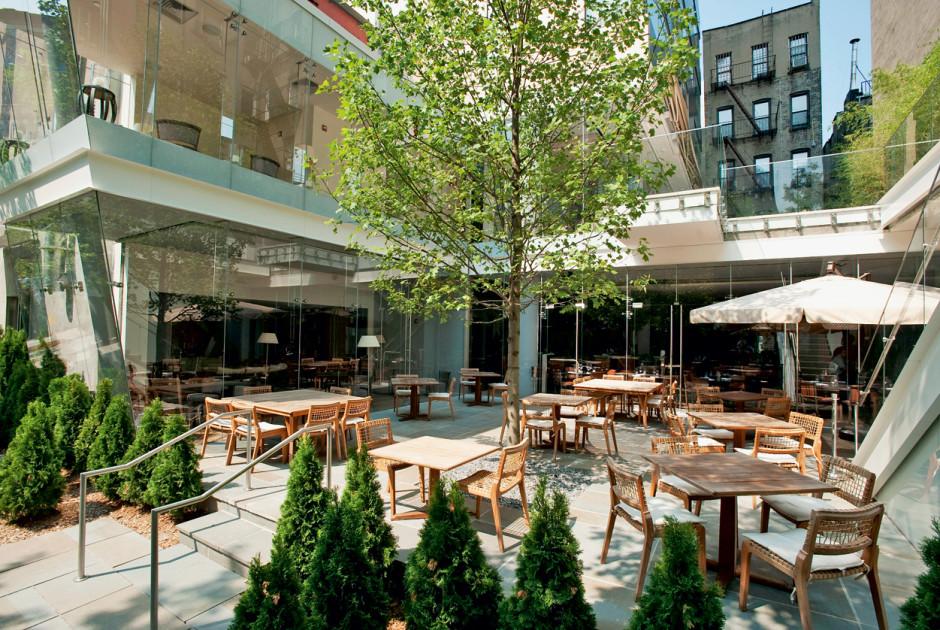 The standard east village new york city tats unis - Bar moderne a new york avec design en forme de bulle ...