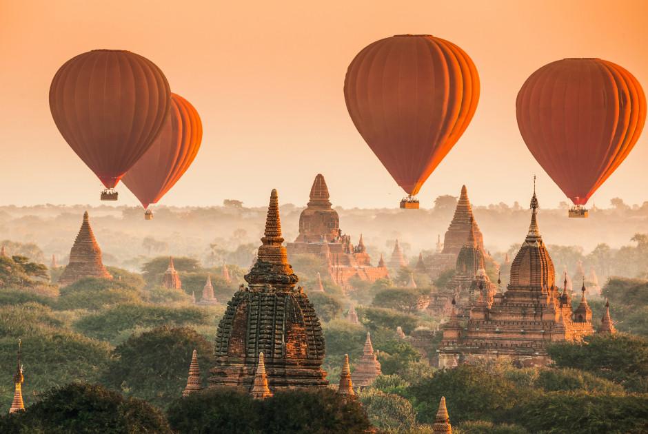 Heissluftballone über Bagan