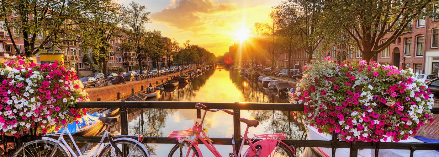 Wunderschöner Sonnenaufgang in Amsterdam